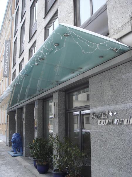 Steingutfliesen und Naturstein Giallo Veniziano Gebäude Außenansicht