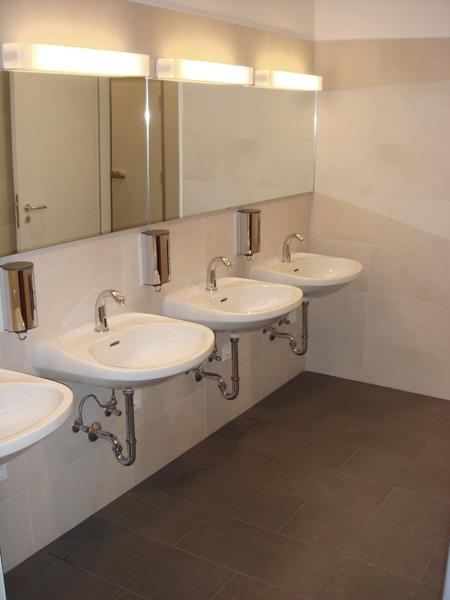 Haus für Weiterbildung Neubiberg Waschbeckenbereich