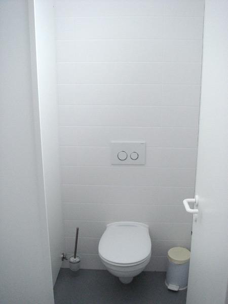 Laserjob Betriebsgebäude WC- und Duschanlagen Toilettenbereich