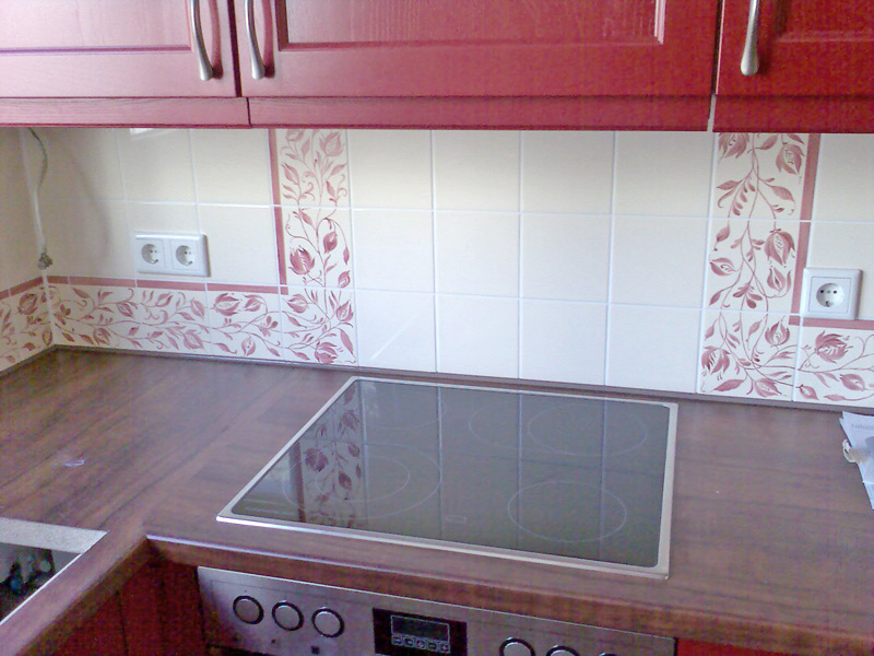 Küchenwandschild mit handbemalten Fliesen