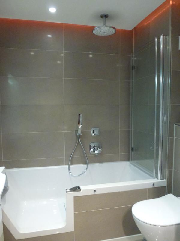 Bad Privat mit altengerechter Badewanne - Öffnung